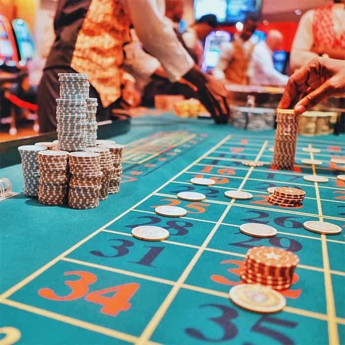 Van loonstrook tot loonstrook leven is net Russische roulette spelen met je financiën